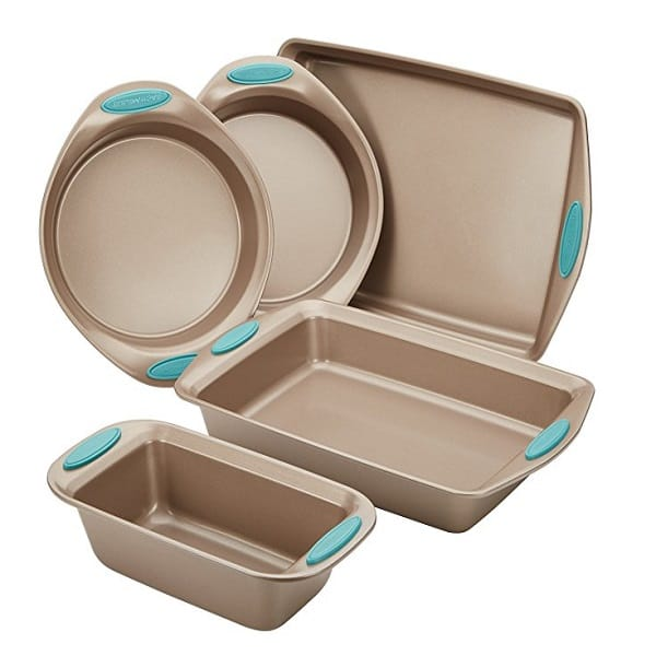 Rachael Ray's Non-stick Bakeware 5-Piece Set That Does Everything You Need It To 2