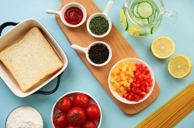 A neatly ordered kitchen and meal thanks to kitchen hacks!