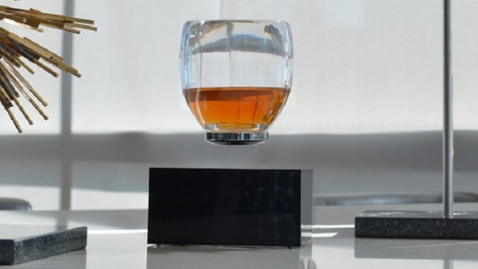 An image of the glass appearing to float in the air without support.