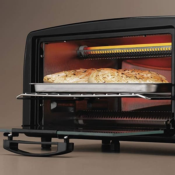 a black hamilton beach toaster making bread