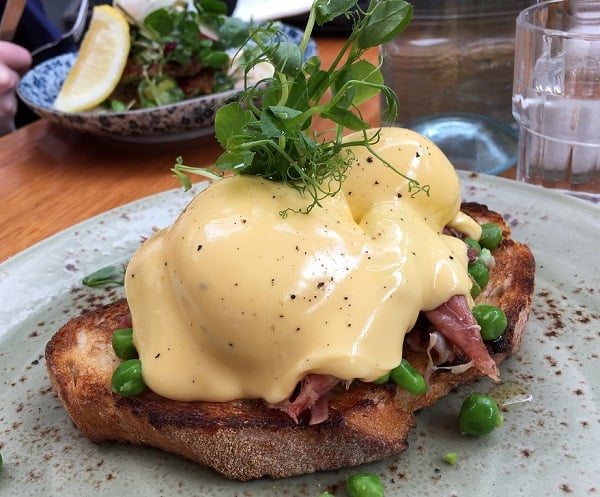 a beautiful looking eggs benedict