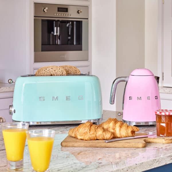 smeg toaster on counter